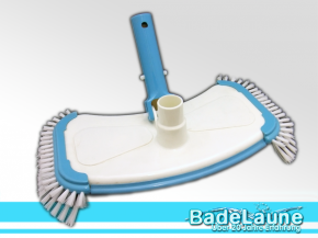 Pool floor extractor with side bristles