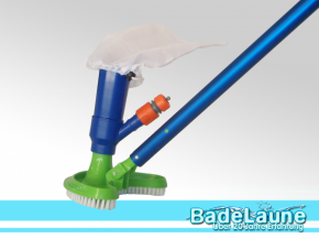 Crescent pool vacuum cleaner with filter bag